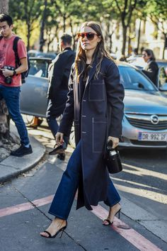 September 28, 2016 Tags Black, Sunglasses, Paris, Navy, Blue, Jeans, Giorgia Tordini, Women, Oversized, High Heels, Coats, Bags, 1 Person, Stitching, SS17 Women's