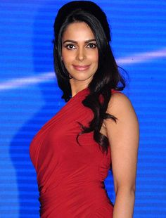 It's difficult for me to get over my father's betrayal, says Mallika Sherawat! - http://www.bolegaindia.com/gossips/Its_difficult_for_me_to_get_over_my_fathers_betrayal_says_Mallika_Sherawat-gid-35563-gc-6.html