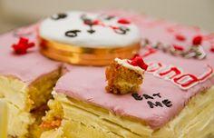 Alice in Wonderland cake - Fab! Alice In Wonderland Cakes, Brain, Thighs, Cheesecake, Book, Desserts, Red, The Brain, Tailgate Desserts