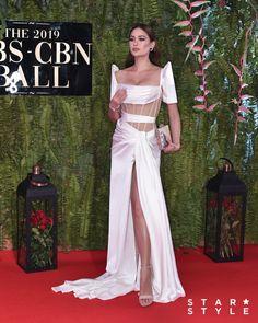 Arci Muñoz in Michael Leyva Michael Cinco Gowns, Miss Universe Gowns, Modern Filipiniana Gown, Philippines Dress, Elegant Dresses, Nice Dresses, Mahal Kita, Filipino Fashion, Wedding Dress Backs