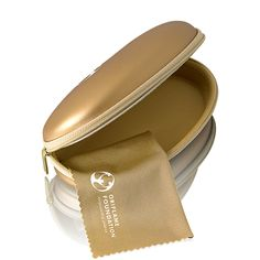 #FundadeGafas Solidaria Oriflame Foundation Elegante funda de gafas de imitación piel en tono cobre con el logo de Oriflame Foundation. Incluye toallita limpiadora.