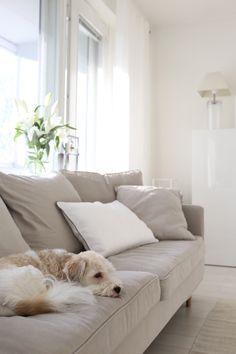Homevialaura   living room   white linen curtains