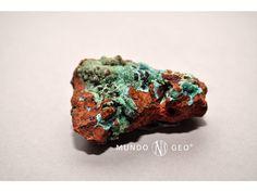 La ADAMITA o ADAMINA debe su nombre en honor al mineralogista frances Gilbert Joseph Adam (1795-1881).   Es un mineral constituido por arseniato de cinc que también contiene agua en forma de hidroxilos. Posee brillo vítreo, una dureza media-baja de 3,5 en la escala de Mohs y presenta una buena exfoliación. Es un mineral de poca importancia industrial, pero es interesante desde el punto de vista científico y como mineral de colección. La Adamita es un mineral bastante raro.