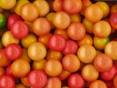 Жев. резинка RUSGUM Солнечный персик 22 мм. 5*300 штук Артикул: 225330 Описание: Жевательная резинка российского производства. Диаметр 22 мм. Цвет: Бледно-оранжевый (бок красный), Желтый (бок красный), Малиновый (перламутровый). Вкус: Персик.