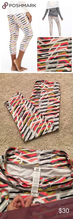 NEW Fabletics Salar Workout Capri Pant Patterned Fabletics Salar capri length workout pant. White coral hot pink black and grey pattern. These capris are the comfiest gym pants I have ever found! I have them in every color and I need to downsize!! I have never even worn these to the gym perfect condition! No tags because they came in a bag in the mail though. Fabletics Pants Capris