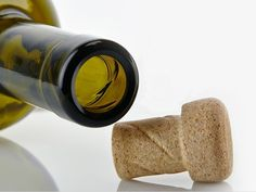 Helix's packaging: come aprire le bottiglie di vino senza sforzo. Bottiglia O-I.  #glassislife #sostenibile #packaging #chooseglass #betteringlass #territorio #locale