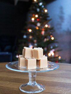Salt kolafudge. Fudge. Vanilla Cake, Fudge, Vegetarian Recipes, Salt, Sweets, Desserts, Christmas, Food, Tailgate Desserts