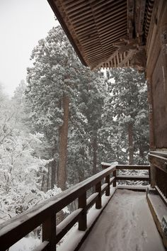 SEASONAL – WINTER – a new-fallen snow appears so peaceful, but still gives me the chills on a cabin deck in japan, photo via misses.