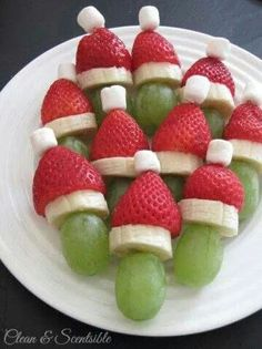 Christmas Snacks Lots of fun Christmas breakfast ideas that your kids will love! Grinch fruit kabobs and lots of other ideas.Lots of fun Christmas breakfast ideas that your kids will love! Grinch fruit kabobs and lots of other ideas. Christmas Brunch, Christmas Appetizers, Christmas Breakfast, Breakfast For Kids, Grinch Christmas, Christmas Foods, Christmas Fruit Ideas, Christmas Party Desserts, Holiday Foods