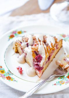 Strawberries+and+Cream+Coffee+Cake+with+Vanilla+Cream+Cheese+Glaze+averiecooks.com