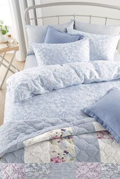 We wouldn't mind crawling into here right now... Perfect for summer, this blue and white ditsy print bed set would be the ideal bedding option.