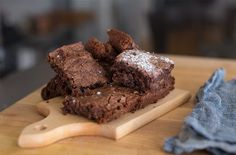Behold the coveted and secret Green Rush Daily Moonrocks brownies recipe.This is the strongest weed brownie recipe in the world. Brownie Recipe Without Chocolate, Brownie Recipes, Cookie Recipes, Dessert Recipes, Healthy Desserts, Brownie Ingredients, Five Ingredients, Vegetarian Chocolate, Delicious Chocolate