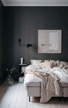 Black walls in a Scandinavian Bedroom Design via @an.interior.affair Scandinavian Style Bedroom, Scandinavian Bedroom, Scandinavian Interior Design, Home Interior, Nordic Design, Scandinavian Apartment, Interior Sketch, Simple Interior, French Interior
