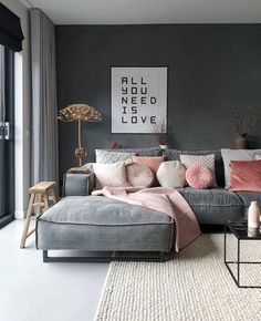 Une déco en rose et gris dans le salon | Shake My Blog Apartment Interior, Living Room Interior, Home Interior Design, Interior Styling, Interior Office, Bedroom Apartment, Bedroom Themes, Room Decor Bedroom, Living Room Decor