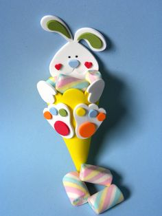 "cone de doces ""faça vc mesmo"" Kids Crafts, Diy Crafts For Girls, Foam Crafts, Easter Crafts, Diy And Crafts, Diy Ostern, Decorate Notebook, Easter Party, Easter Baskets"