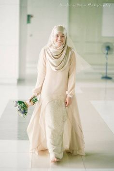 Wedding dresses hijab bride simple 35 New ideas Muslimah Wedding Dress, Muslim Wedding Dresses, Muslim Brides, Muslim Dress, Hijab Dress, Bridal Dresses, Dress Muslimah, Muslim Hijab, Modest Wedding