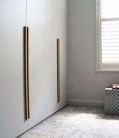 Contemporary Home Helpful Tips For contemporary interior design ideas living room Wardrobe Door Handles, Bedroom Cupboard Designs, Bedroom Closet Design, Wardrobe Design Bedroom, Wardrobe Door Designs, Large Living Room Furniture, Wardrobe Handles, Closet Design, Home Decor Furniture