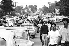 Woodstock. Aunque llegar ahí no era sencillo, con miles desplazándose al pequeño poblado en New York, las carreteras colapsaron y muchos abandonaron sus vehículos para llegar a pie.