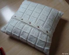 gabarit patron gratuit tricot coussin Floor Pillows, Throw Pillows, Knitting Paterns, Owl Hat, Decorative Pillows, Blog, Knit Crochet, Cross Stitch, Carpet