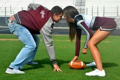 Classic football and cheerleader parejas bonitas, parejas felices, estilo d Cheer Couples, Football Couples, Football Girlfriend, Sports Couples, Cute Couples Goals, Couple Goals, Cheer Football Couple, Football Players, Soccer Couple Pictures