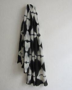 Luz de Luna. Squared shibori itajime scarf in 100 wool. by byrios, $155.00