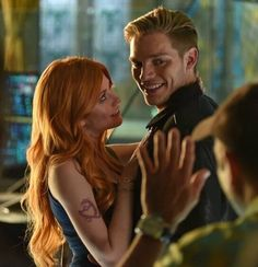 Clace kiss Behind The Scenes. Kat looks at Dom like she feels what Clary feels for Jace. Interesting