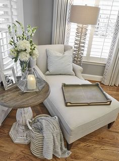 Are you searching for pictures for farmhouse living room? Browse around this site for cool farmhouse living room images. This amazing farmhouse living room ideas looks completely amazing. Small Master Bedroom, Master Bedroom Design, Home Bedroom, Diy Bedroom Decor, Bedroom Inspo, Bedroom Nook, Chaise Lounge Bedroom, Bedroom Corner, Spare Bedroom Ideas