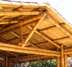 Garaje con Cubierta de Teja | Bambusa Estudio Bamboo Roof, Bamboo Poles, Bamboo Fence, Garage Construction, Bamboo Construction, Bamboo Fountain, Bamboo House Design, Bamboo Building, Bamboo Structure