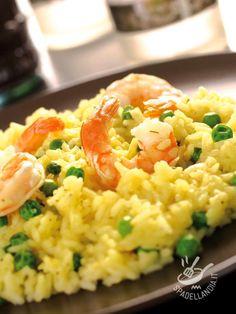 Risotto with peas and shrimp - Il risotto con gamberi e piselli è un piatto davvero buono e molto raffinato. Procuratevi ingredienti freschi e di qualità, il risultato è sorprendente. #risottopiselliegamberi