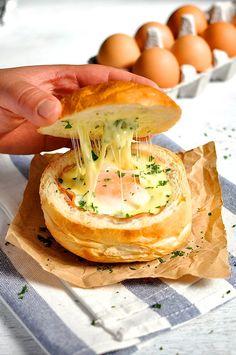 Ekmek mi yumurtaya banmalı yumurta mı ekmeğe banmalı.