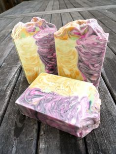The first time I heard about this swirl is from Otion Soap Blog, see their original post: Elemental Swirl This is basically doing ITP (...