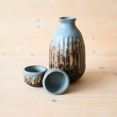 Newest Pic Slab Pottery jug Concepts Stoneware Sake Set. Sake Bottle and Two Cups, Handmade, Handless Ceramic Pitcher and Cups, Pottery Ceramic Spoons, Ceramic Pitcher, Stoneware Clay, Ceramic Art, Pottery Plates, Slab Pottery, Pottery Mugs, Porcelain Black, Porcelain Skin
