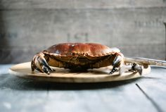 A steamed crab on a wood tray