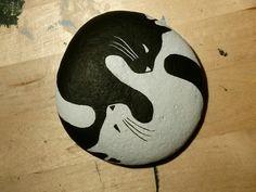 "Sasso dipinto ""ying&yang by Daniela Zambuto"