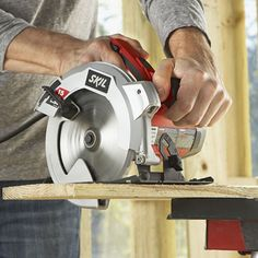 For the more experienced user who needs a powerful circular saw with advanced features, the SKIL 5280 inch circular saw is the saw for the job. The motor. Circular Saw Reviews, Best Circular Saw, Carpentry Tools, Woodworking Tools, Woodworking Images, Steel Shoes, Tool Store, Construction Tools, Log Homes