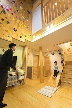 収納式の滑り台は、「インテリアの邪魔にならない遊具が欲しい」という発想から実現 (