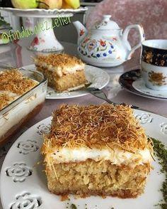 """Instagram'da Kızım 👧 ve ben 👩: """"Fotoğrafa iki saniye bakınca bomba 💣 bir lezzet olduğunu anlıyorsunuz 😊Kaydetmeyi ve tabi beğenmeyi unutmayın dostlar 😘 @fundacalezzetler…"""" Coffee Bar Station, Turkish Recipes, Ethnic Recipes, Pan Sizes, Tiramisu, Cake Recipes, Food And Drink, Sweets, Baking"""