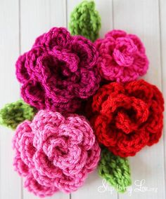 Roll up flower;  Free Easy Rose Crochet Pattern! These roses are super easy and work up quickly.  www.skiptomylou.org #crochetpatterns #crochetflowers #flowers #diy #tutorial