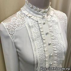 32 Leggins Fashion You Will Want To Keep Dress Neck Designs, Blouse Designs, Hijab Fashion, Fashion Dresses, Beautiful Blouses, Blouse Dress, Blouse Styles, Business Fashion, Classy Outfits