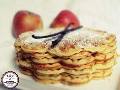 Pihe-puha, illatos uzsonna/reggeli a gofri szerelmeseinek... Waffles, Pancakes, Breakfast Recipes, Goodies, Brunch, Sweets, Ethnic Recipes, Food, Coffee