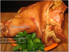 Iahnie de fasole cu ciolan afumat si carnaciori Romanian Food, Bacon, Turkey, Meat, Cooking, Fine Dining, Romanian Recipes, Cooking Recipes, Kochen