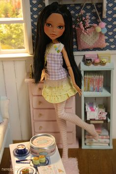 "DIORAMA ""HEARTSTOWN Living Room""( 1/6 dolls blythe momoko pullip monster high) by Keera, via Flickr"