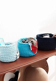 round baskets - free crochet pattern :: Lily / Sugar'n Cream ༺✿Teresa Restegui http://www.pinterest.com/teretegui/✿༻