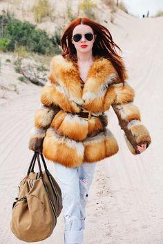 duffel bag with orange fur coat Fur Coat Fashion, Fox Fur Jacket, Fabulous Furs, Casual Street Style, Queen, What To Wear, Womens Fashion, Fashion Trends, Winter Fashion