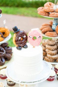 Doughnuts, dancing, and I do's? Don't miss this incredible WeddingMix couple's wedding highlight video! Doughnut Wedding Cake, Wedding Donuts, Doughnut Cake, Brunch Wedding, Wedding Catering, Farm Wedding, Boho Wedding, Wedding Reception, Dream Wedding