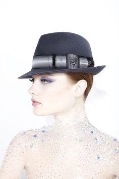Galleries of haute couture and ready to wear hat collections and handbags. Philip Treacy Hats, Millinery Hats, Love Hat, Aw17, Hats For Women, Headpiece, Beautiful Outfits, Fashion Photography, Designer Hats