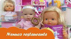 En Mundo Juguetes jugaremos con Nenuco restaurante. La muñeca bebé Lucía y su prima baby Nenuco Sofía irán a cenar después de haber pasado una tarde estupenda comprando en la Boutique de Nenuco. Estupendas aventuras de bebés Nenucos en español para niñas a partir de tres años. Diviértete con este vídeo en Mundo Juguetes, tu canal de vídeos de juguetes Nenuco en español.