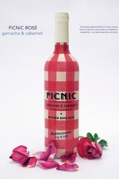 Picnic wine packaging by Frestonia
