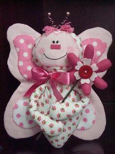 Molde Boneco de pano Borboleta de tecido para Porta Maternidade Olá pessoal! Hoje trazemos pra vocês um molde de bichinho de pano muito lindo, uma borbolet