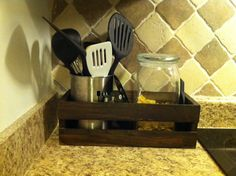 hiding a router on kitchen counter? Unique Shelves, Small Shelves, Crate Decor, Vintage Shelf, Wooden Crates, Wood Pallets, Primitive Kitchen, Home Decor Kitchen, Kitchen Ideas